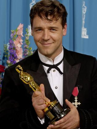 Russell Crowe poses with his Oscar.