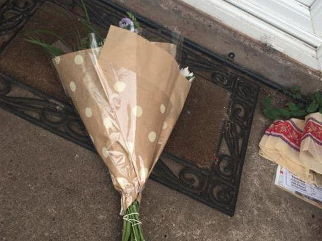 Cruel trick ... the man left a bunch of flowers on his soon-to-be ex-girlfriend's doorstep. Picture: Twitter/@georgiahampshir