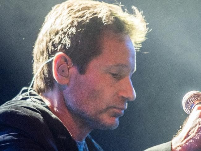 X-Files star David Duchovny can sing?