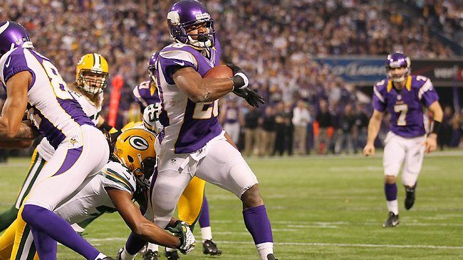 Adrian Peterson runs for a touchdown in the first quarter against the Green Bay Packers Andy Clayton King/Getty Images/AFP