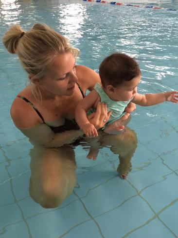 Jessica Smith, who was born with one arm, swims with her daughter Ayla.