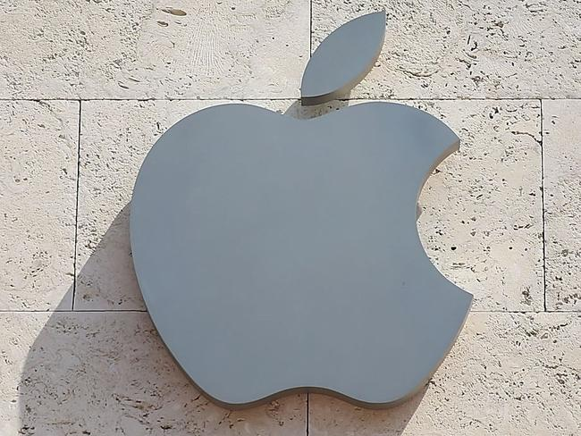 Billionaire sells entire stake in Apple