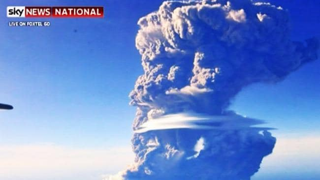 darwin airport flights resume after indonesia u2019s sangeang api volcano spews ash into sky