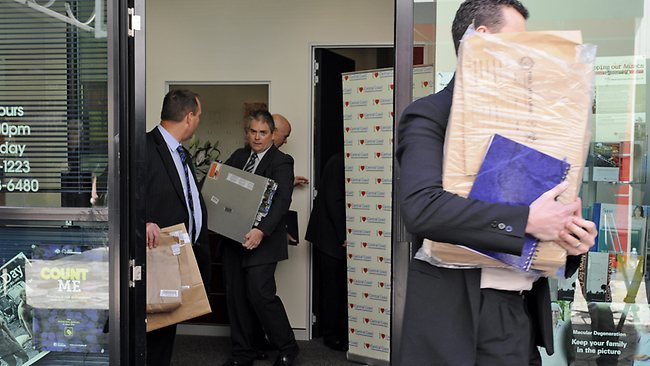 Federal Police carry evidence from the office of Craig Thomson's electorate office. Picture: Waide Maguire