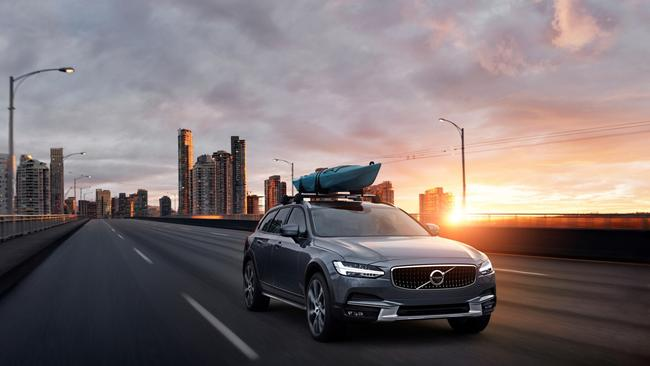Volvo V90 Cross Country: Rival for Audi A6 Allroad and Mercedes E-Class All Terrain.