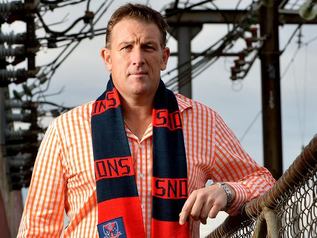 "Melbourne legend David Schwarz says Mark Neeld's time at the club ""tore the joint apart"""