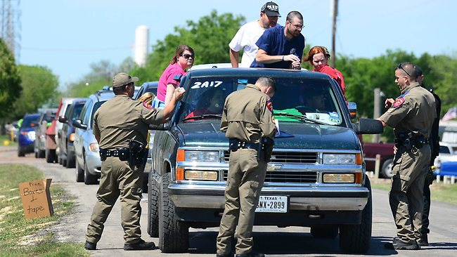 Texas Highway Patrol officers take down the details and mark the vehicles of residents being allowed to return to their destroyed homes near the site of the April 17 fertilizer plant blast in West, Texas ,on April 20 2013. AFP PHOTO/Frederic J. BROWN