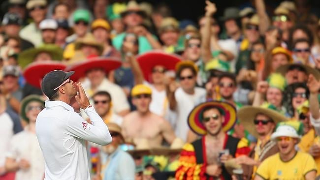 Kevin Pietersen of England blows a kiss to the Gabba crowd.