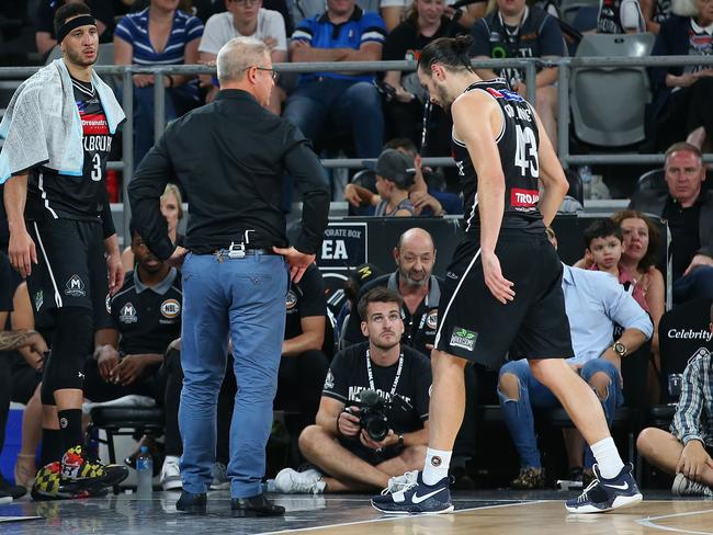 Goulding limps off in the third quarter against the Hawks.