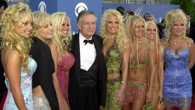 FEBRUARY 21, 2001 : Playboy Enterprises founder Hugh Hefner poses with seven of the Playboy playmates as they arrive at the 43rd annual Grammy Awards at the Staples Centre in Los Angeles, 21/02/01.