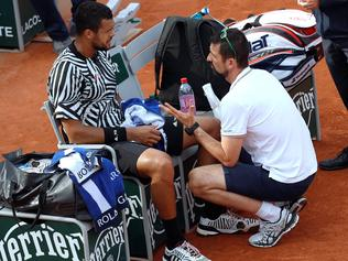 France's Jo-Wilfried Tsonga speaks with a doctor during his men's third round match against Latvia's Ernests Gulbis at the Roland Garros 2016 French Tennis Open in Paris on May 28, 2016. / AFP PHOTO / Thomas SAMSON