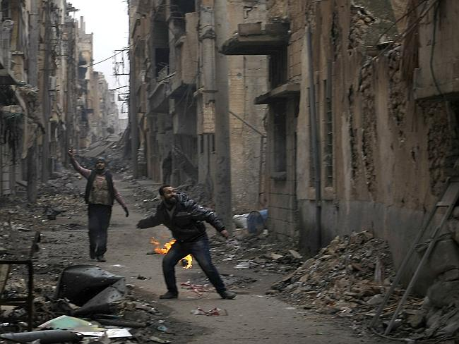 A rebel fighter prepares to throw a fire ball on a front line of Syria's north-eastern city of Deir Ezzor on January 10, 2014.