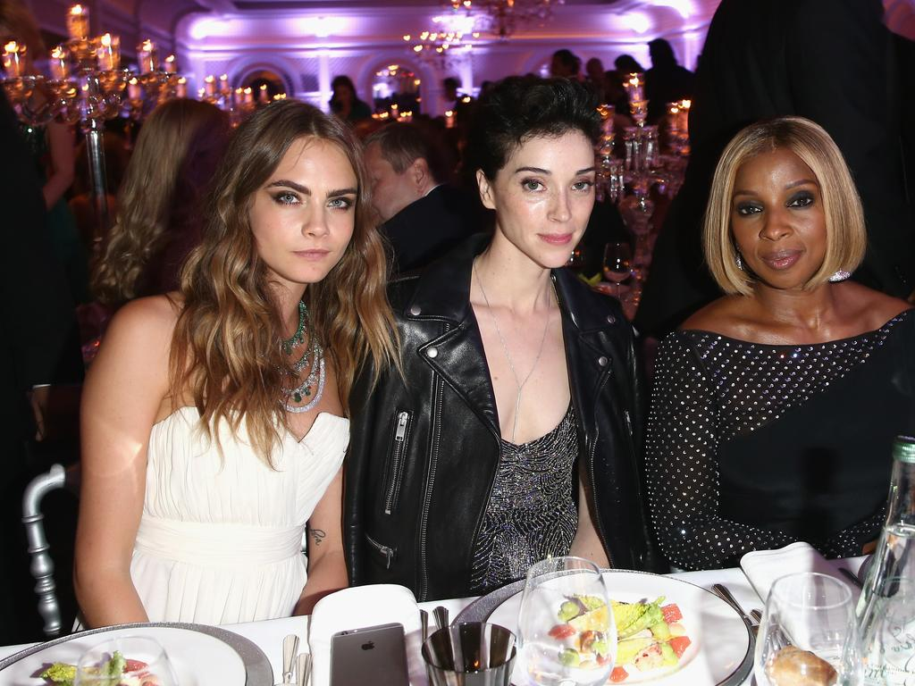 CAP D'ANTIBES, FRANCE - MAY 19: (L-R) Cara Delevigne, Annie Clark and Mary J. Blige attend the De Grisogono party during the 68th annual Cannes Film Festival on May 19, 2015 in Cap d'Antibes, France. (Photo by Andreas Rentz/Getty Images)