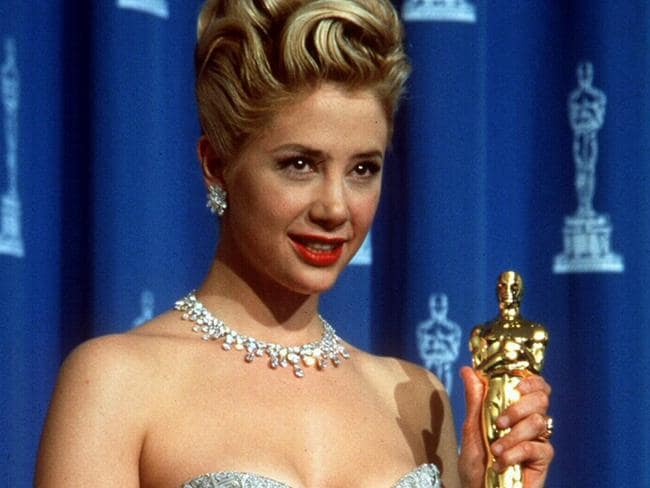 Mira Sorvino with her Best Supporting Actress Oscar for her role in film Mighty Aphrodite.