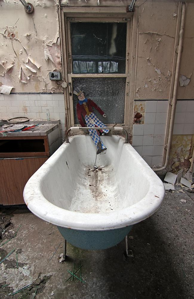 A bathtub used by ill patients during their stay.