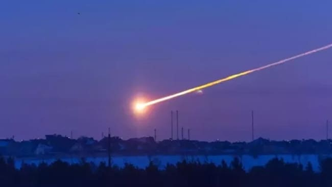 'Red and orange' meteor seen over Townsville | Herald Sun