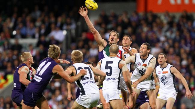 PERTH, AUSTRALIA - AUGUST 27: Aaron Sandilands of the Dockers wins a ruck      contest during the round 22 AFL match between the Fremantle Dockers and      the Carlton Blues at Subiaco Oval on August 27, 2010 in Perth, Australia.      (Photo by Paul Kane/Getty Images)
