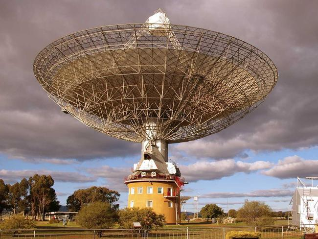 Detection ... fast radio bursts were first discovered by Australia's famous Parkes radio telescope. Picture: Martin George