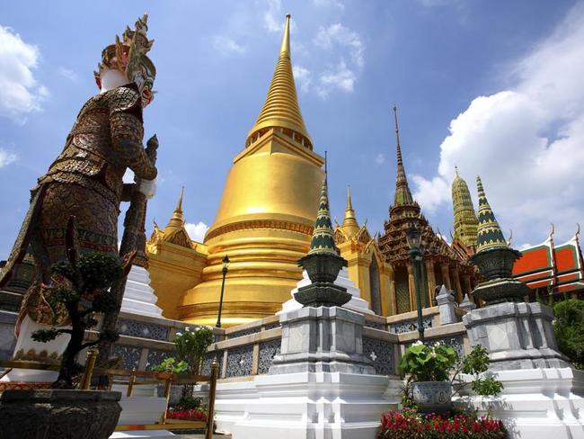 Beware of people trying to convince you major tourist destinations, such as the Grand Palace, are closed. Check with your hotel or an official visitors centre instead of accepting their ideas for alternatives.