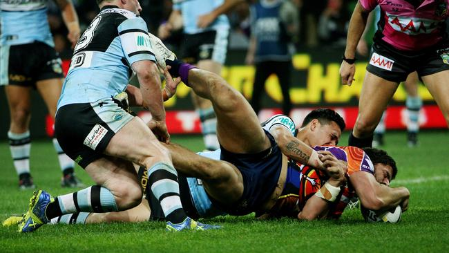 Jesse Bromwich crashes over for a try.