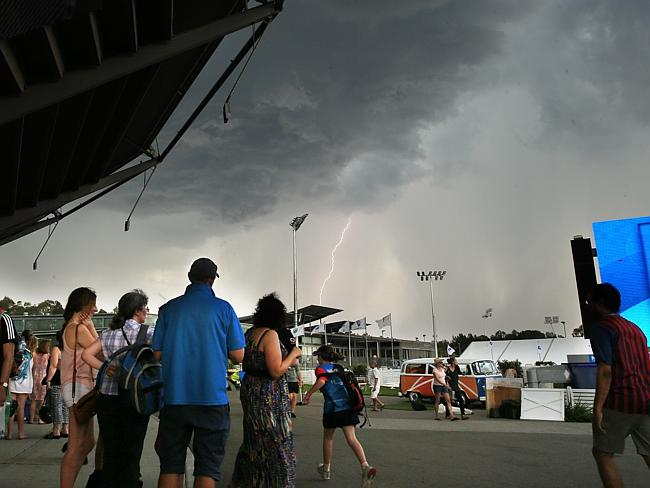 Play stopped as a storm approached during the Sydney International Tennis at the Sydney O