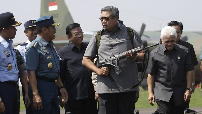 'Not an unfriendly act'... Indonesian President Susilo Bambang Yudhoyono, centre, holds an assault rifle as he inspects a task force last year.