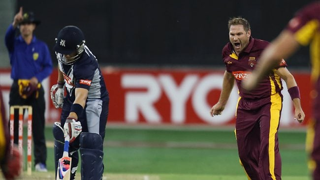 Ryan Harris (R) of the Bulls celebrates after dismissing Aaron Finch (2nd L) of the Bushrangers during the Ryobi One Day Cup final match between the Victorian Bushrangers and the Queensland Bulls at Melbourne Cricket Ground.