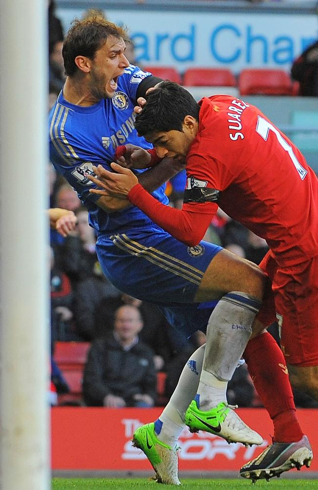 Suarez about to bite Branislav Ivanovic.