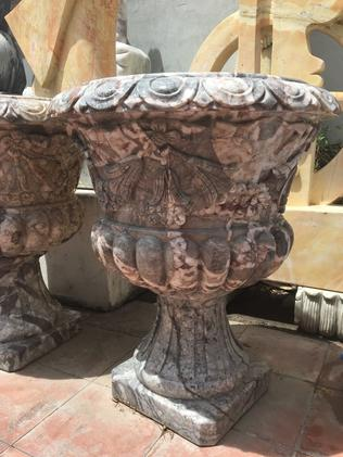 The pair added these large marble urns to their shopping trolley. Picture: KIIS FM