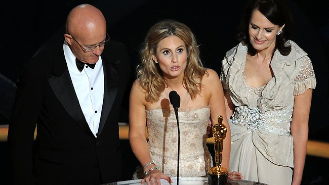 Late actor Heath Ledger's family, father Kim (from left), sister Kate and mother Sally, give their acceptance speech at the 81st Academy Awards in 2009. AFP PHOTO/Gabriel Bouys