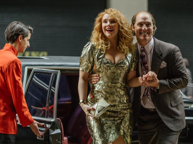 Bryce Dallas Howard and Matthew McConaughey in a scene from film Gold.