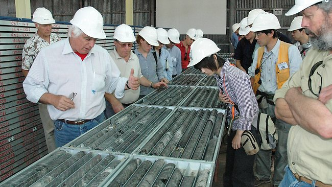 finance Pic CBHcore8: Ian Plimer showing a group of geoscientists and fund managers in Broken Hill drill core from the Western Mineralisation for the Rasp mine