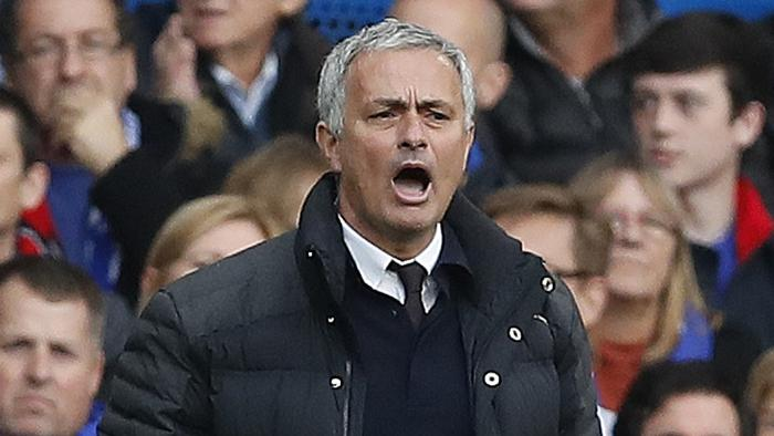 Manchester United's team manager Jose Mourinho shouts during the English Premier League soccer match between Chelsea and Manchester United at Stamford Bridge stadium in London, Sunday, Oct. 23, 2016.(AP Photo/Kirsty Wigglesworth)