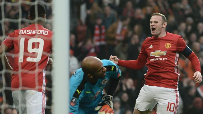 Manchester United's English striker Wayne Rooney (R) celebrates scoring.