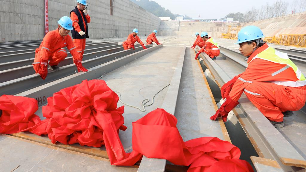 The keel of Titanic's replica is laid by working staff in Suining, Sichuan Province of China. Picture: Getty.