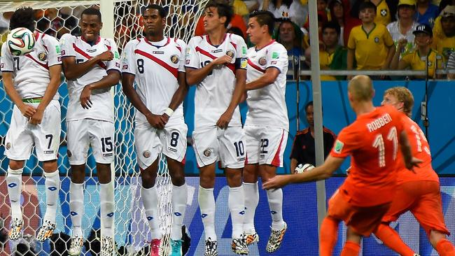 Netherlands' forward Arjen Robben (2md R) shoots a free kick towards Costa Rica's wall.