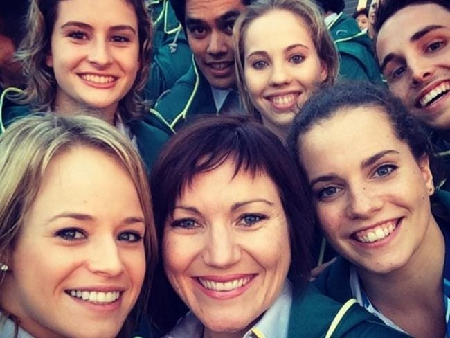 Diver Rachel Bugg with fellow Aussies, including Anna Meares, at the Commonwealth Games.
