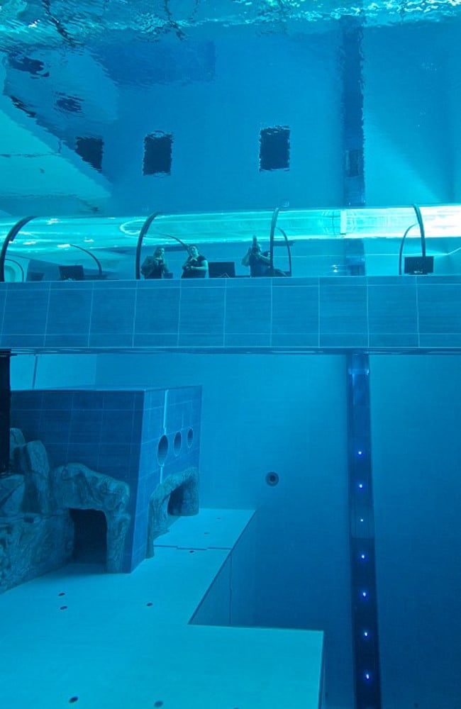 World S Deepest Swimming Pool The Y 40 Deep Joy Is Terrifying
