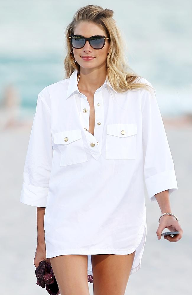 She looks HOT in a boyfriend shirt. Picture by: Christopher Peterson/Splash News