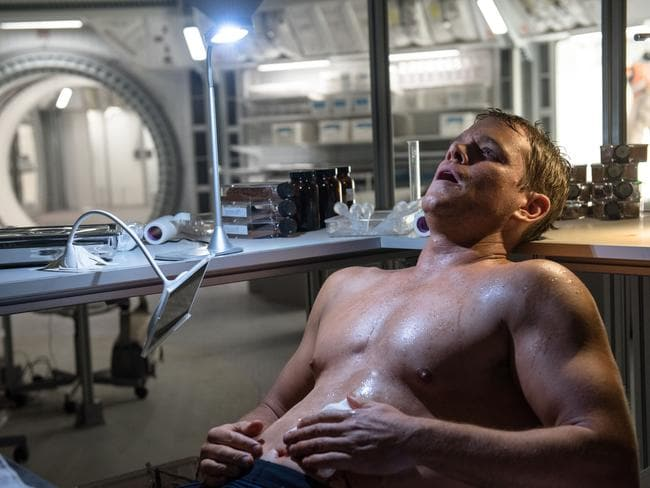 Damon shows off the benefit of a high-protein bar diet in The Martian.