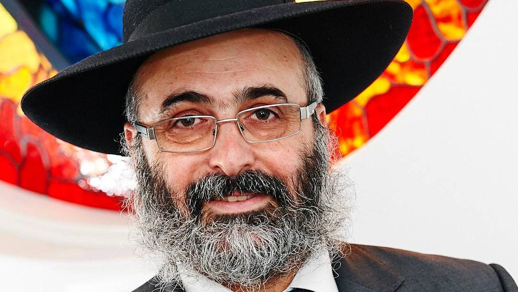 Controversial Rabbi Meir Shlomo Kluwgant is seeking damages for alleged defamation.