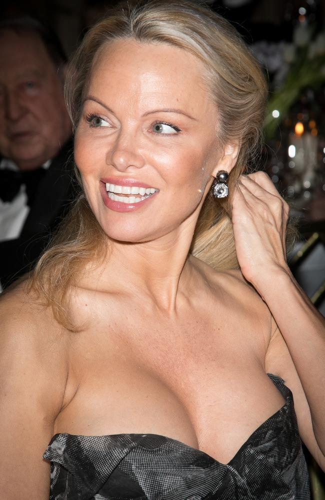 Pamela Anderson is unrecognisable as she shows off her iconic ...