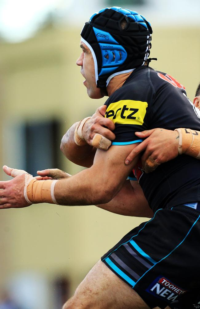 Jamie Soward is tackled by Tinirau Arona.