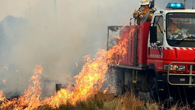 Fires continuing to cross the road along the Chifley Rd, Dargan Bell. Photo Jeremy Piper