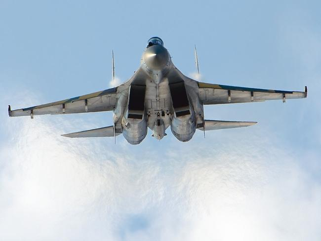 Russian Su-35 fighter jets have been sent to disputed islands to the north of Japan for the first time.