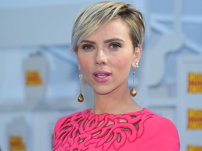 Scarlett Johansson one the red carpet of today's MTV Movie Awards.