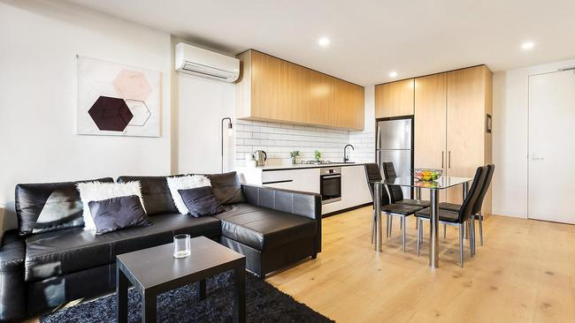 "<a href=""http://www.realestate.com.au/property-apartment-vic-moorabbin-124826530"" target=""_blank"">207/4-6 Station St, Moorabbin</a>, has a guide price of $465,000."