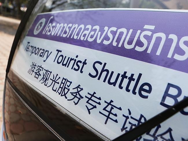 A shuttle bus service is operated at Chiang Mai University for Chinese tourists.