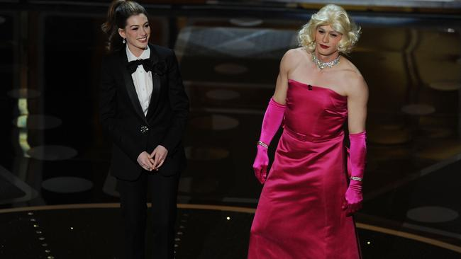 Hathaway and Franco don drag for their hosting duties. Picture: Getty