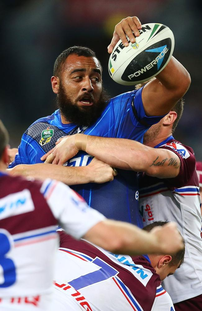 Sam Kasiano of the Bulldogs looks to offload.